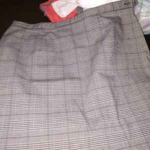 The limited skirt like new